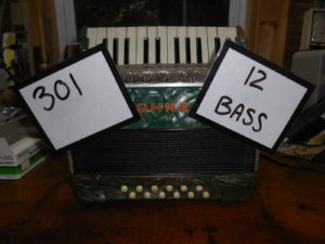 Hohner Imperial 1 12 bass piano #301